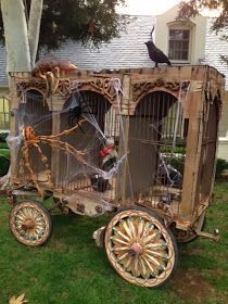 Halloween carnival wagon inspiration: could make with 3 large cardboard boxes, trim, etc Halloween Clown, Halloween Karneval, Halloween Haunted Houses, Halloween House, Spirit Halloween, Holidays Halloween, Halloween Themes, Halloween Decorations, Diy Halloween Props