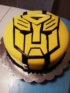 A bumble bee transformers cake Pined by sarah I wanted SOOOO bad!!!!!!!!!