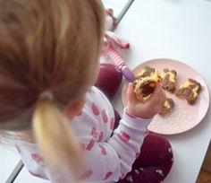 bábovkoví medvídci 🐻 ▫ ▫ na 12 kusů: ▪ 1 vejce (z bílku sníh) ▪ 40g třtinového cukru (nebo méně) ▪ 30g másla ▪ půl lžičky prášku do pečiva ▪ 100g špaldové mouky ▪ 80ml mléka ▪ asi lžíci kakaa na obarvení poloviny těsta ▫  #homemade #cocoa #bear #cakes #kids #spongecake #instakids #homebaked #homebaker #instabake #bakingtime #bakingmom #peceni #foodie #foodphotography #dessertstagram #desserttime #bakestagram #yummy #foodblog #czech #czechgirl #czechrepublic #avecplaisircz Menu, Children, Menu Board Design, Young Children, Boys, Kids, Child, Kids Part, Kid