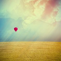 I love hot air balloon pictures...we used to have them along the Mississippi in NE Iowa when I lived there.