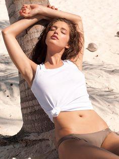 Emily DiDonato hot on actressbrasize.com  http://actressbrasize.com/2014/06/17/emily-didonato-bra-size-body-measurements/