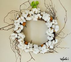 My latest urge: A cottonball wreath. They are soo simple and lovely. I love simplicity.