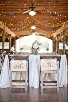 Barn Weddings - Rustic Country Barn Wedding Ideas, Decorations, Flowers for Weddings in a Barn - Pelfind