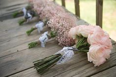Like the bridesmaids bouquets in different colors
