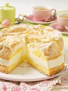 Fruity lemon cake with a sweet meringue topping. Lemon cream cake with meringue topping Recipe DELICIOUS Daniela Tadic Rezepte Fruity lemon cake with a sweet meringue topping. Daniela Tadic Fruity lemon cake with a sweet meringue topp Meringue Topping Recipe, Lemon Meringue Cheesecake, Cheesecake Recipes, Tart Recipes, Sweet Recipes, Baking Recipes, Cookie Recipes, Dessert Recipes, Lemon Recipes
