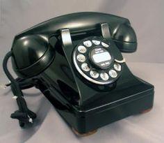 Love these vintage phones