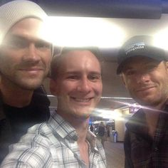 Jensen Ackles and Jared w a fan at Phoenix Airport 10/02/2014!