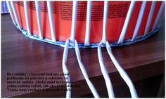 Opletok štyrmi (schovanie dna) :: Moje papierové šialenstvo Paper Basket Weaving, Diy Paper, Paper Crafts, Newspaper Basket, Ideas Para, Crafts For Kids, Projects To Try, Creative, Fabric