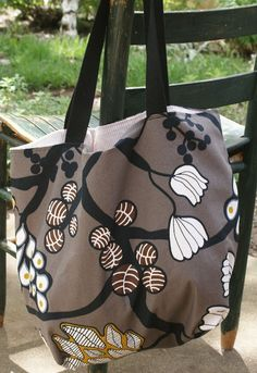 Quick Tote Bag Tutorial - @Carrie Flener  this is the one I had seen (or it was very similar).