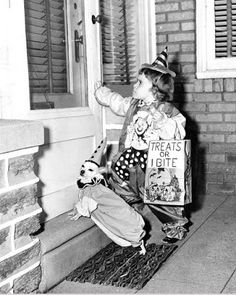 View from the Birdhouse: Dear Abby - Vintage Halloween Dog Photos