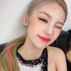 Cute Icons, Kpop Aesthetic, Kpop Girl Groups, Pearl Earrings, Instagram, Jewelry, Idol, Twitter, Girls