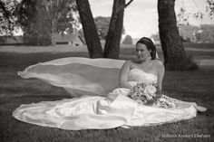 Great b/w photo of a lovely bride