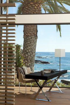 Modern beach house overlooking Laguna Beach designed by Horst Architects