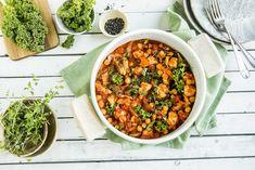 Alt-i-ett-gryte med kylling, kikerter og grønnkål Chana Masala, Healthy Cooking, Chili, Ethnic Recipes, Food, Chile, Essen, Meals, Chilis