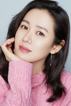 Crash Landing on You Son Ye-jin Inspired Earrings 012 The Last Princess, Model Poses Photography, Size Zero, Korean Actresses, Woman Face, K Idols, Pink Tops, Portrait, Sons