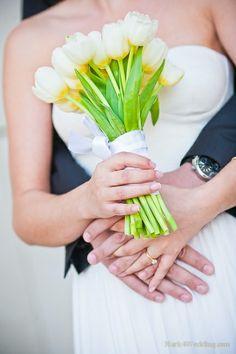 Bukiety ślubne z białych tulipanów.