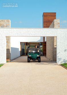 Casa grande em condomínio de golfistas | CASA.COM.BR Pergola, Outdoor Structures, Architecture, Outdoor Decor, Furniture, Home Decor, Ideas, Couple, Log Projects