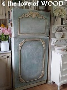 PAINTING MY FRIDGE - with annie sloan chalk paint