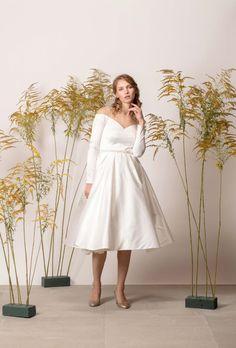 Rochie de mireasă scurtă și simplă cu umerii căzuți White Dress, Couture, Collection, Dresses, Fashion, Vestidos, Moda, Fashion Styles, The Dress
