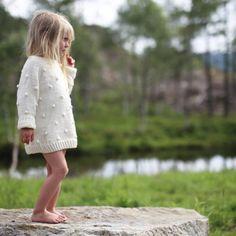 Fjellvann, skog og solgløtt. #popcorngenser #knittingpattern #paelas