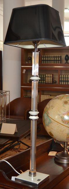 Lámpara sobremesa  md. 357-4 Medidas:  0,86 alto.  Consultar precio con descuento especial. Unidades disponibles 1