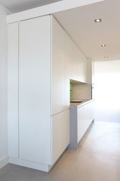 Minimal cabinets, idea for floor to ceiling but in black
