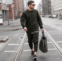 2016-12-19のファッションスナップ。着用アイテム・キーワードはカットソー・トレーナー, サングラス, スウェットパンツ, スニーカー, バッグ,アディダス(adidas)etc. 理想の着こなし・コーディネートがきっとここに。| No:184434