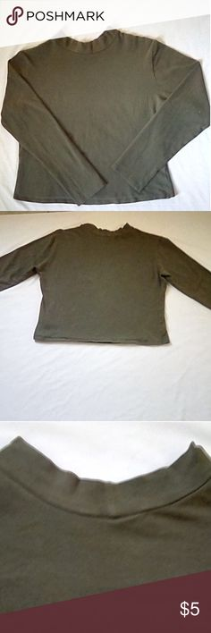 Plus Size 2x Crop Top 😘 Plus Size 2x Olive Green Crop Top, Long Sleeve, Cute, Pairs Nice With High Waist Skinny Jeans . This is a Jr Plus Size Top So it Does Run On The Smaller Side. Tops Crop Tops