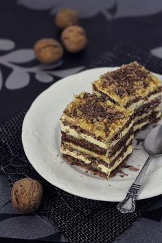 Nuts, chocolate and buttercream cake Chef Recipes, Dessert Recipes, Cooking Recipes, How To Make Pie, Food To Make, Beautiful Pie Crusts, Russian Cakes, Funny Cake, Walnut Cake