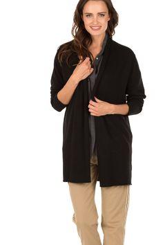 Dit fijngebreide vest van Knit-ted past werkelijk in iedere look. Het losvallende vest is gemaakt van een fijn breisel en heeft een licht omgevouwen kraag en onafgewerkte randen aan de onderkant en aan het eind van de mouwen. Dankzij de basic kleur is dit vest gemakkelijk te combineren met andere items uit je garderobe. Geniet van de heerlijke kwaliteit van dit mooie vest. - Materiaal: 33% viscose, 23% nylon, 20% lamswol, 20% katoen, 4% kasjmier- Handwas- De maten vallen normaal, het model…