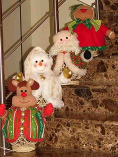 Esta es la colección de patrones y moldes de muñecos de navidad que EcoArtesanias comparte para esta Navidad 2013-2014. Encontrarás los últimos moldes y patrones de muñecos navideños que nos han hecho llegar amig@s de la web, con mucho cariño Felt Christmas, Christmas Crafts, Christmas Decorations, Xmas, Christmas Ornaments, Holiday Decor, Felt Crafts, Diy And Crafts, Sock Snowman