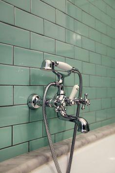 New bathroom green tile grout Ideas Black Grout, Grey Grout, Bathroom Colors, Small Bathroom, Boho Bathroom, Modern Bathroom, Mint Green Bathrooms, Bathroom Green, Green Subway Tile