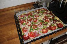 Novinky - Cuketová pizza bez mouky recept | E-mrtvé moře Lasagna, Quiche, Pizza, Breakfast, Ethnic Recipes, Food, Morning Coffee, Essen, Quiches