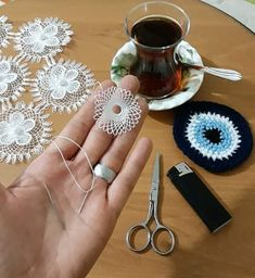 Igne oyasi motif This Pin was discovered by Naz Needle Tatting, Needle Lace, Bobbin Lace, Crochet Flower Tutorial, Crochet Flowers, Crochet Tools, Crochet Projects, Lace Making, Flower Making