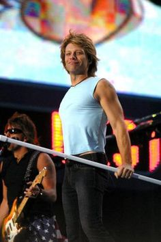 Jon Bon Jovi and Richie Sambora live in Times Square,NYC,September 2002!