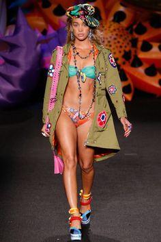 Moschino Resort 2017 Fashion Show - Jasmine Sanders