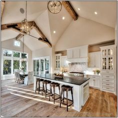 House Envy: Gorgeous home in the Midwest with insp. - House Envy: Gorgeous home in the Midwest with inspiring details - Modern Farmhouse Kitchens, Farmhouse Interior, Home Kitchens, Country Farmhouse Kitchen, Farmhouse Ideas, Farmhouse Decor, Modern Farmhouse Design, Modern Farmhouse Exterior, Industrial Farmhouse Kitchen