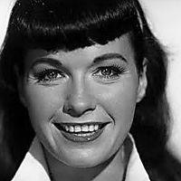Bettie Page era muito mais do que uma modelo bonita: era simplesmente a melhor. Carismática, ousada, exótica, com um olhar e sorriso inocentes, Bettie brilhou como nunca antes na indústria da moda.