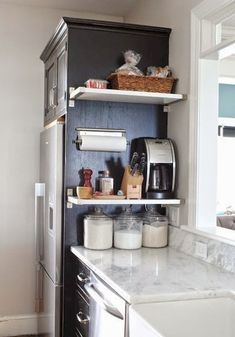 Gorgeous 100 Smart Kitchen Organization Ideas For First Apartment https://roomadness.com/2017/11/25/100-smart-kitchen-organization-ideas-first-apartment/ #Modernkitchenorganization