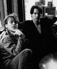 River Phoenix was Keanu Reeves' best friend. When Reeves saw the script for My Own Private Idaho, he knew Phoenix was perfect for the… River Phoenix Keanu Reeves, Keanu Reeves Young, Keanu Charles Reeves, Keanu Reeves Movies, My Own Private Idaho, John Wick, Nate River, Films Cinema, Old Folks
