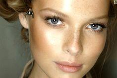 Natural-looking makeup tips for gray eyes. Makeup For Grey Dress, Grey Eye Makeup, I Love Makeup, Eye Makeup Tips, Simple Makeup, Natural Makeup, Makeup Ideas, Clean Makeup, Makeup Tricks