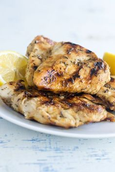 Learn the method for how to grill chicken breasts that are super-juicy, and never ever dried out. #chicken #chickenrecipes #grillingrecipes #bbqrecipes#chicken #chickenrecipes#easyentertaining #entertaining#dinnerrecipes#howto #howtorecipes Grilling Recipes, Cooking Recipes, Grill Chicken Recipes Easy, Recipes For The Grill, Healthy Grilled Chicken Recipes, Grilling Ideas, Cooking Tips, Charcoal Grilled Chicken, Pesto