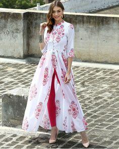 I'd prefer the slit a tiny bit lower, but, oh my! This is lovely! The Secret Label White Cotton Printed Front Slit Kurti Kurta Designs, Blouse Designs, Indian Dresses, Indian Outfits, Front Slit Kurti, Mode Batik, Hijab Stile, Mode Hijab, Indian Attire