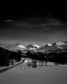 "345 likerklikk, 36 kommentarer – Kim André Hansen🇧🇻Bnw (@kiahans78) på Instagram: ""Winter road. Tags #bwgrammer #bnw_focus_on #darkroom_daydream #explore_bnw #raw_bnw #bnw_magazine…"" New Instagram, Black And White Photography, Mount Everest, Mountains, Nature, Pictures, Travel, Black White Photography, Photos"