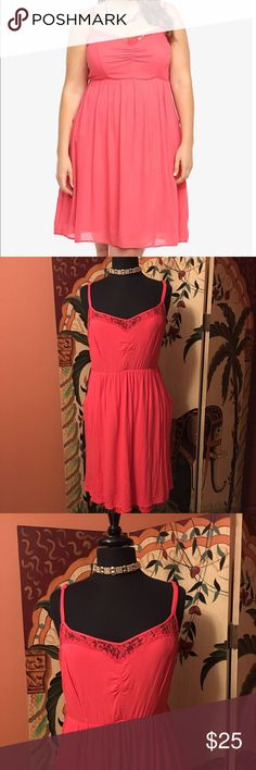 Torrid Lace Illusion Dress Size 1X, color: Coral, lined with 2 pockets cute and flowing great for vacation torrid Dresses Midi