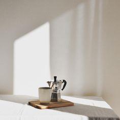 Handthrown ceramic mug, image by Sabina Sala | By Mölle