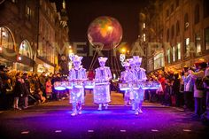 Discover the UK's best Christmas Markets for Enjoy a perfect Christmas Break in one of the best Christmas destinations in the United Kingdom. Best Christmas Markets, Christmas Themes, Christmas Fun, Welcome New Year, Christmas Destinations, Event Themes, Event Ideas, 3d Video, Bonfire Night