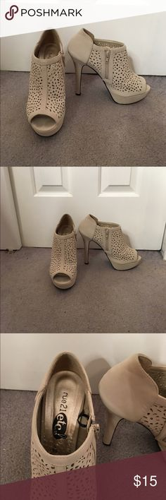 Tan heels Tan heels from Rue21, worn about 3 times, size large (8/9) Rue 21 Shoes Heels