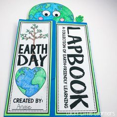 This Earth Day lapbook is awesome! It covers the 3 R's: reduce, reuse, and recycle. It also covers how to take care of the planet and how to sort different recyclables. Interactive Learning, Interactive Notebooks, All About Earth, Lap Book Templates, Recycling Information, Earth Day Activities, Arbour Day, Readers Workshop, Little Learners