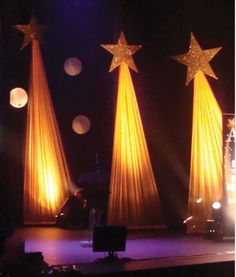 Stage decor drapery shooting star to see more visit… Christmas Stage Design, Church Stage Design, Christmas Pageant, Christmas Concert, Christmas Stars, Simple Christmas, Bühnen Design, Event Design, Star Decorations